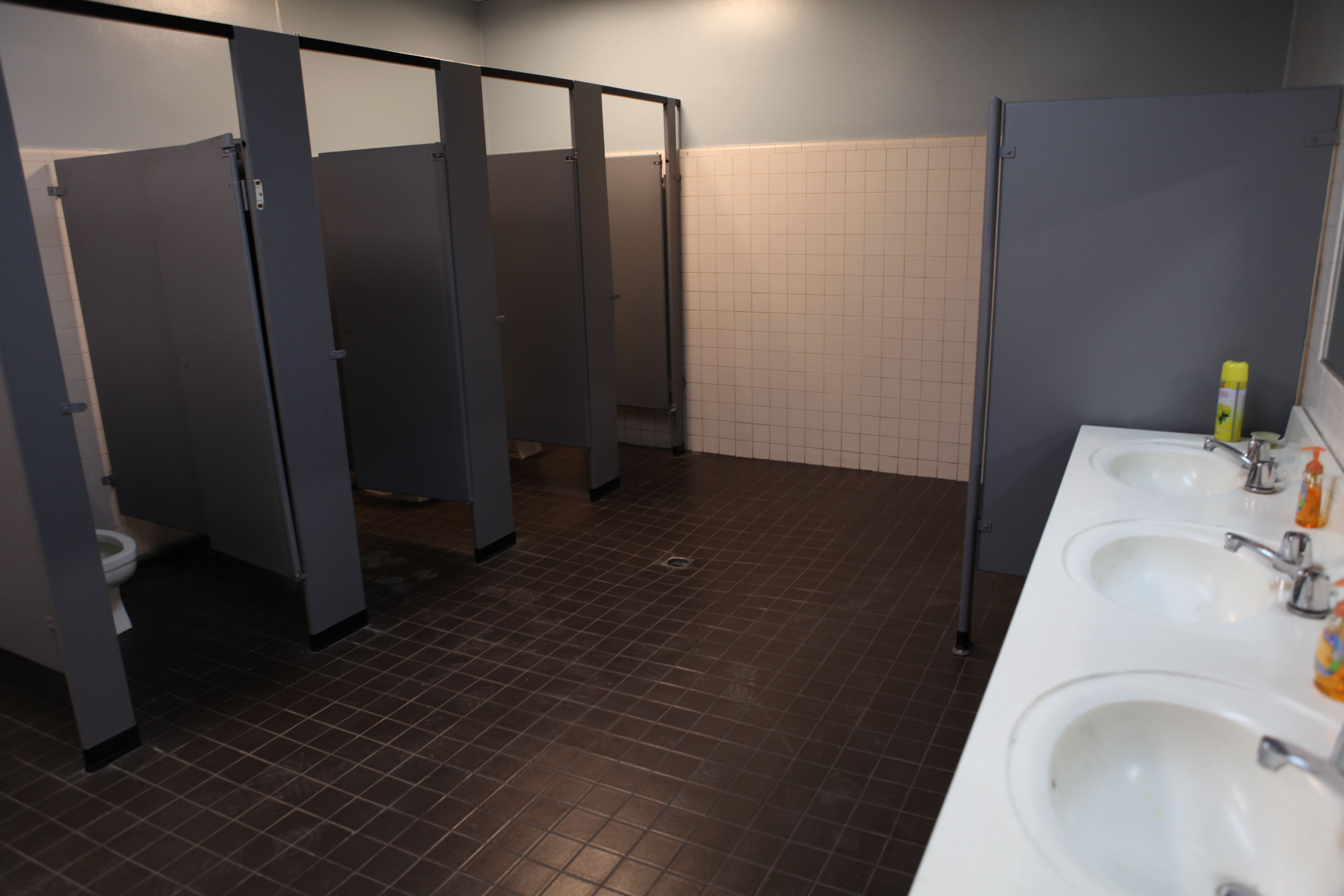 office bar police bathroom los angeles filming location bathroom office