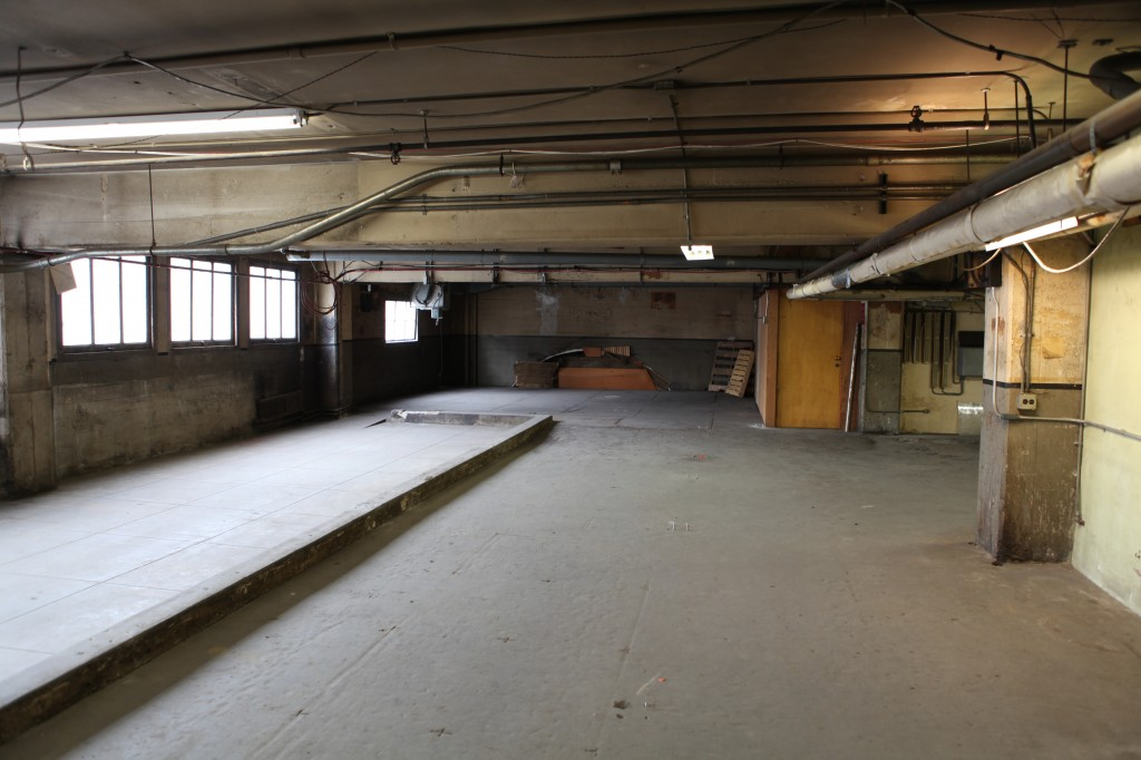 Warehouse industrial herald examiner los angeles filming location - The apartment in the warehouse ...